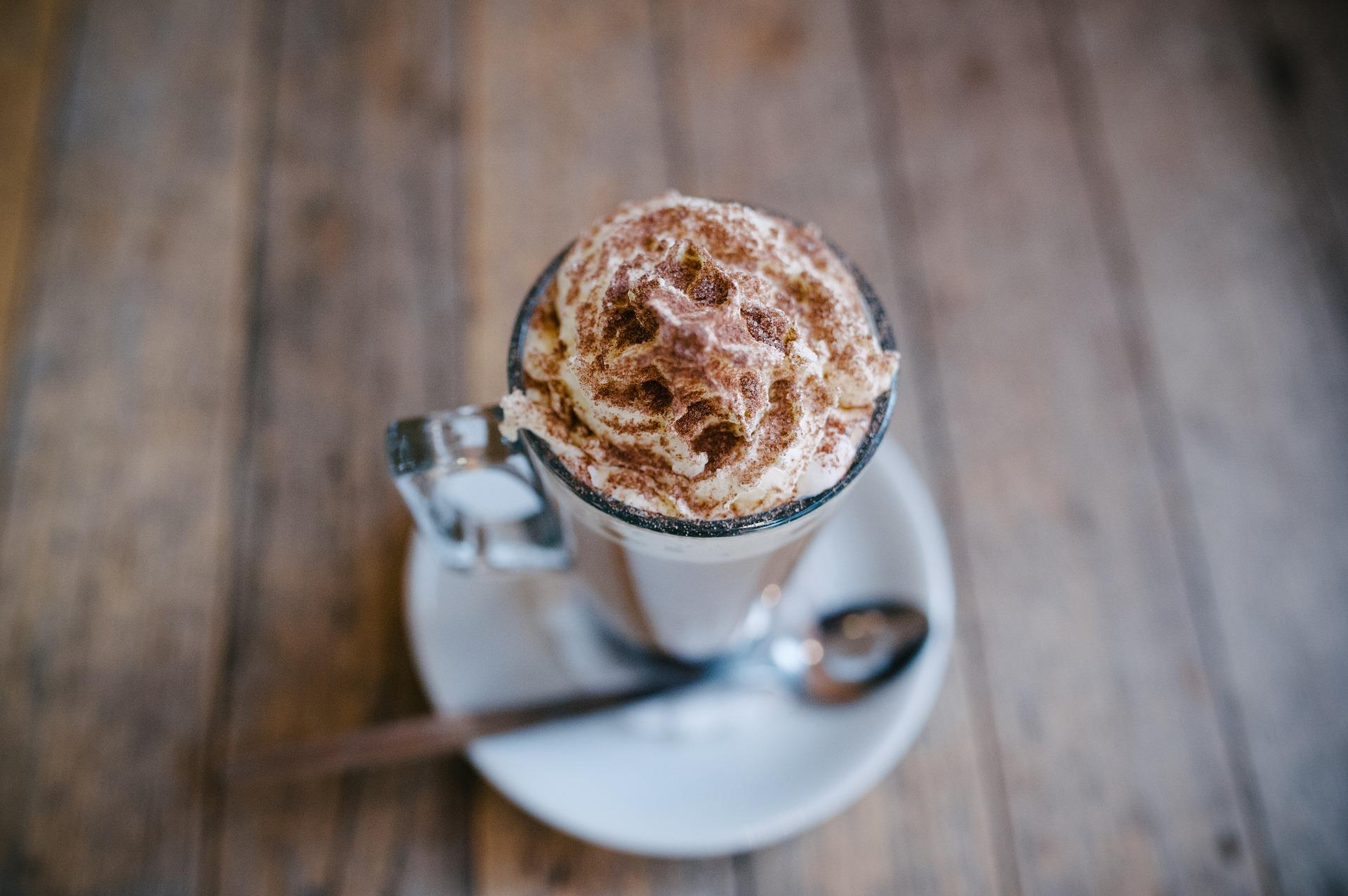 Kokosnuss-Zimt-Latte
