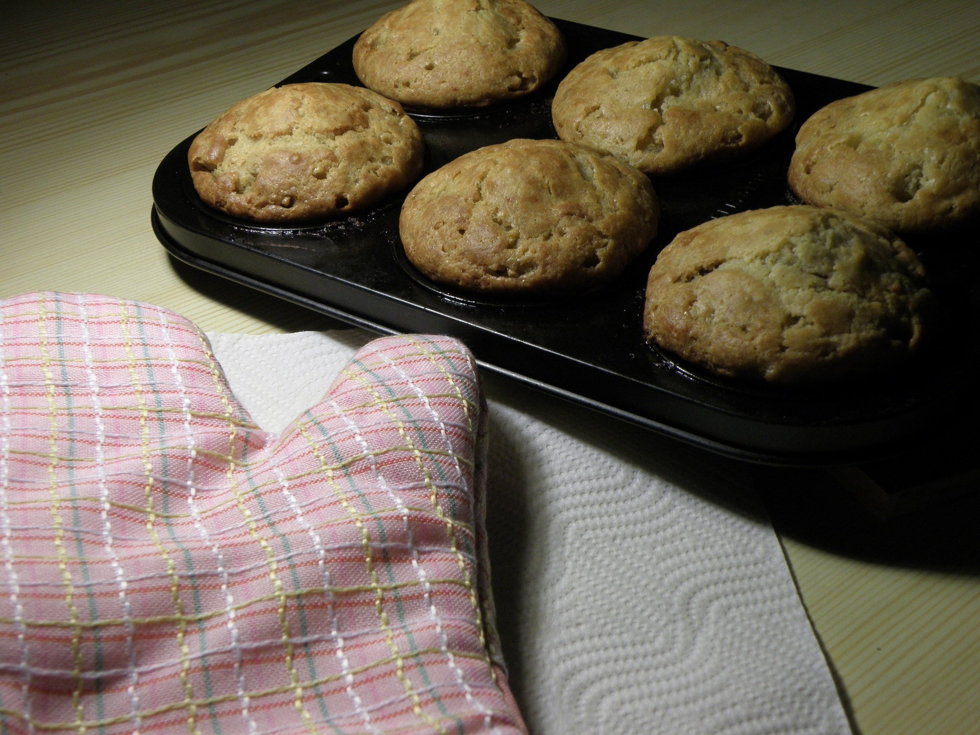 Herzhafte Paprika-Oliven-Feta-Muffins