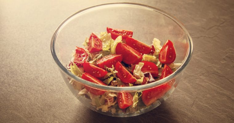 Brot-Tomaten-Salat mit Schafskäse