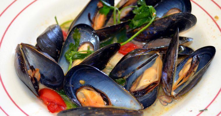 Miesmuscheln in Tomatensoße auf italienische Art